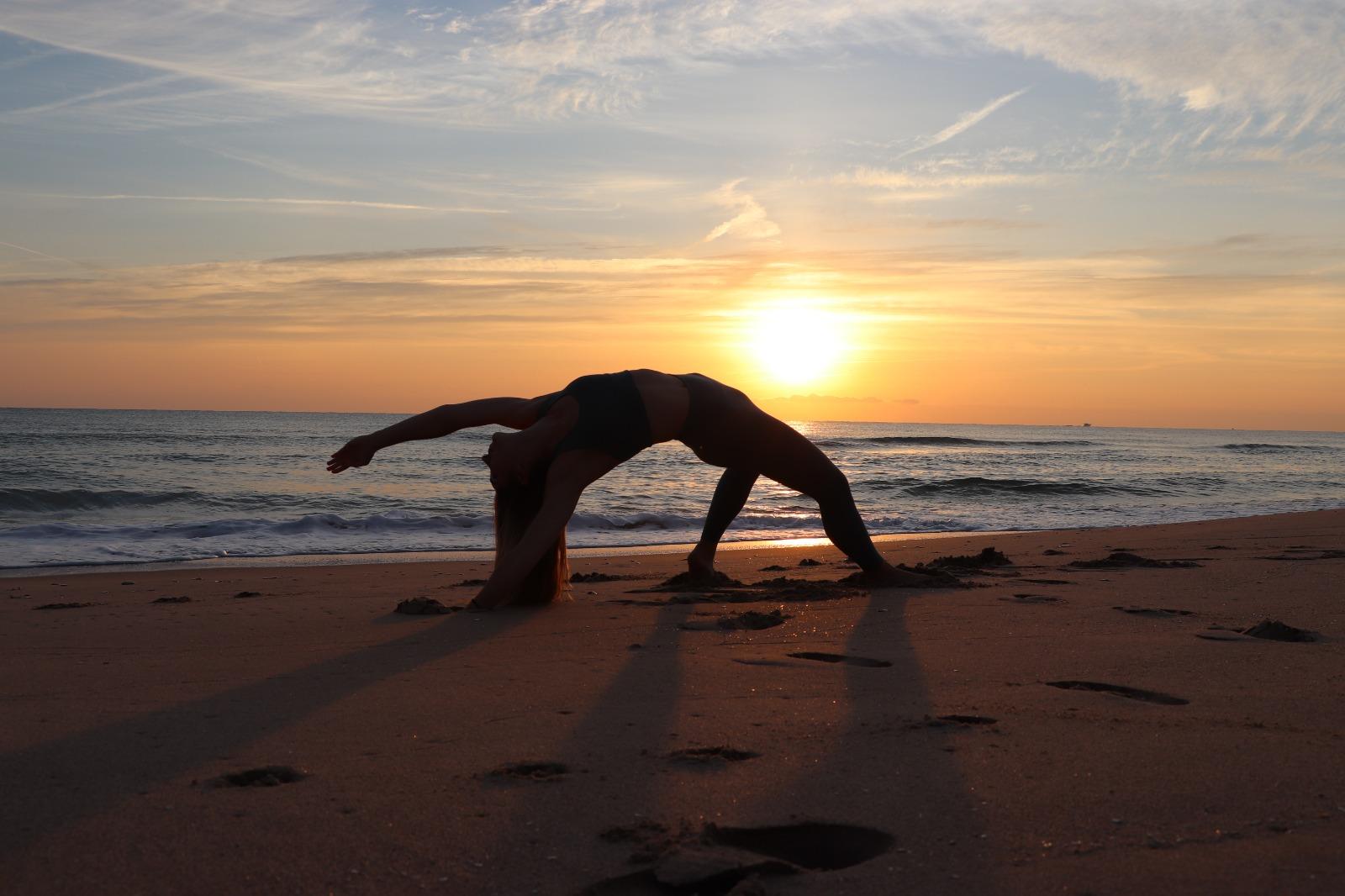 postura salvaje yoga